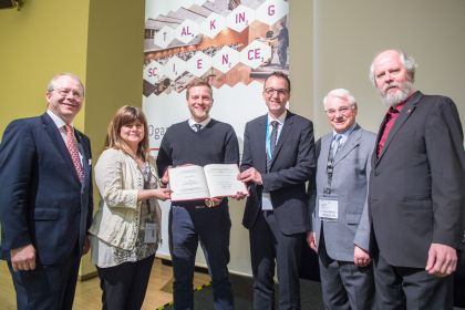 Die award ceremony of the Eberhard-Gerstel Award at the analytica conference 2018: Holger Gerstel (Gerstel GmbH & Co. KG), Katja Dettmer-Wilde (Universität Regensburg), Josef Heiland (Universität Leipzig) (Winner), Dr. Martin Vogel (Universität Münster), Prof. Dr. Werner Engewald (Freundeskreis GRASSI) Eberhard Gerstel (Gerstel GmbH & Co. KG)