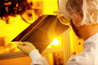 The ultra-thin solar films weigh only 500 g/m²