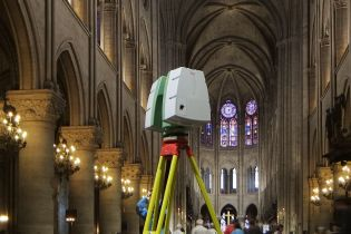 3D scanner in the cathedral Notre-Dame