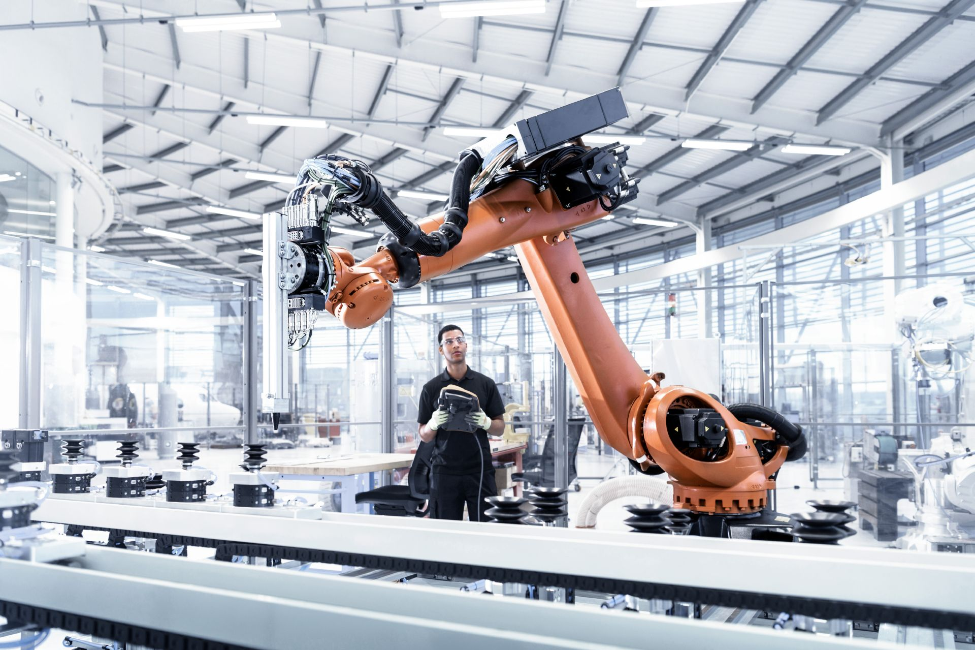 Heavy-Duty Robots Become Team Players