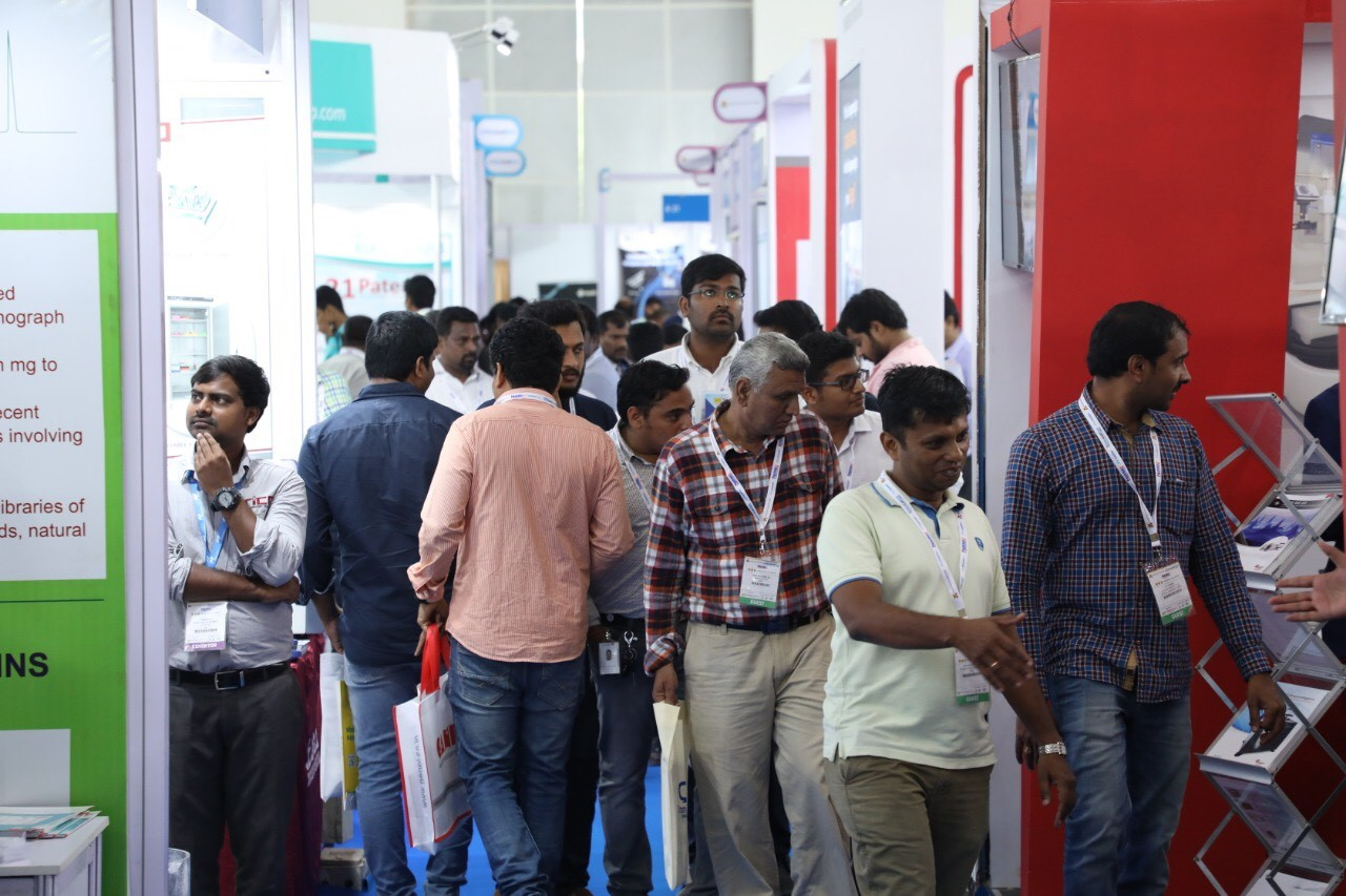 analytica Anacon India & ILE:  Visitors at a stand